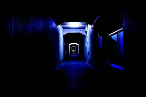 ほの暗い部屋