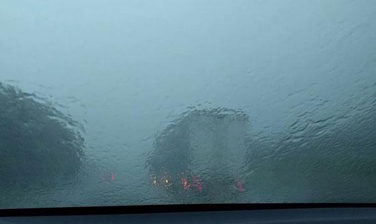 暴風雨ドライブ